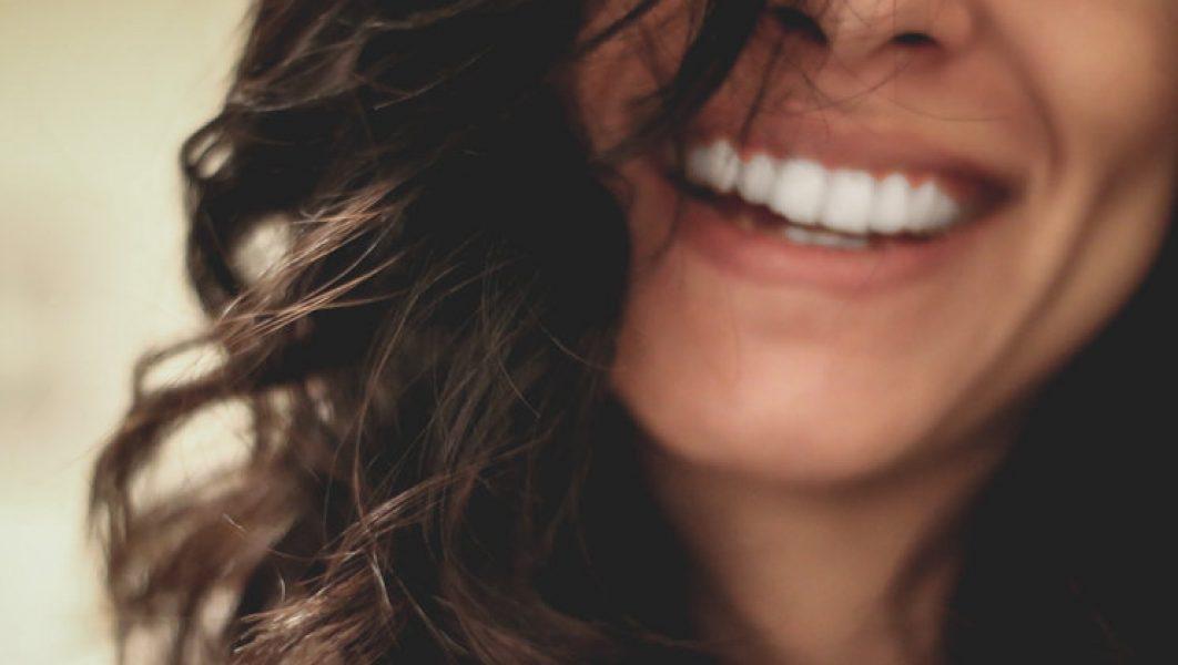 smile_usmiech_kobiety_podstawa_piekna_kochaj_zycie